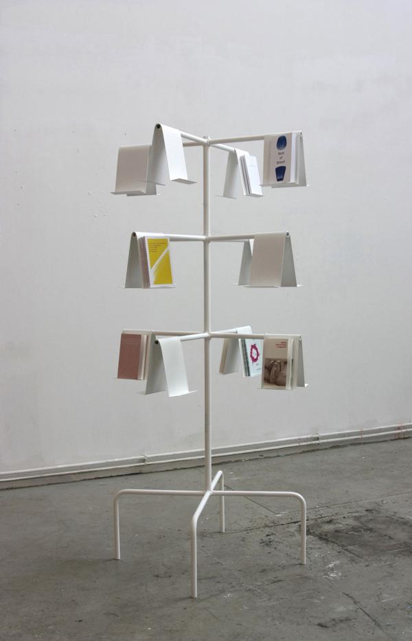 1_SetarehGallery_Aftermath_TammoLuenemann_Untitled_2018_Steellacquer,silkscreenoncardboardpaper_180x82x82cm_TammoLuenemann