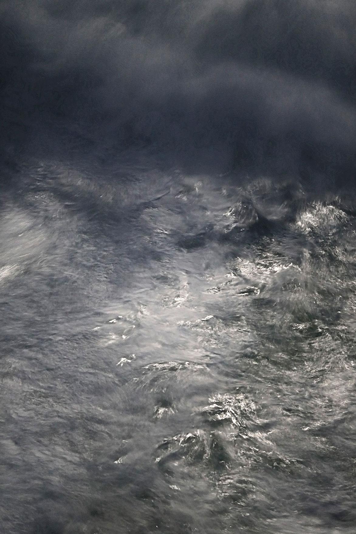 Tide-#334-·-2011-2017-·-Fine-Art-Pigmentprint-on-Hahnemühle-paper-·-43-x-33-cm